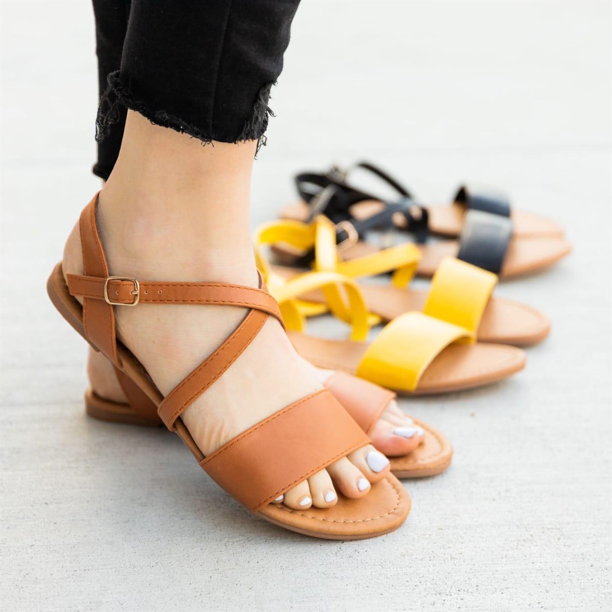 Chic Criss Cross Strap Sandals