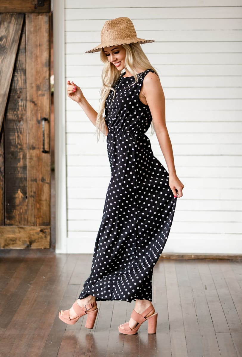 Summer dresses: woman wearing a black dress with white polka dots